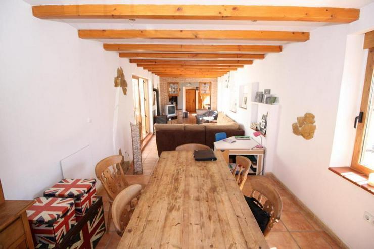 Bild 2: Beeindruckendes Haus in den Weinfeldern um La Romana