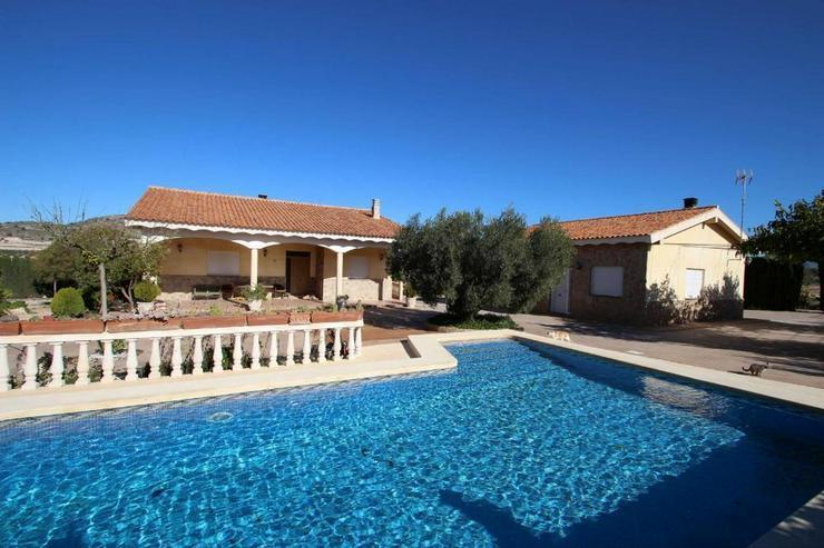 Grandiose Villa mit zusätzlichem Gästehaus - Haus kaufen - Bild 1
