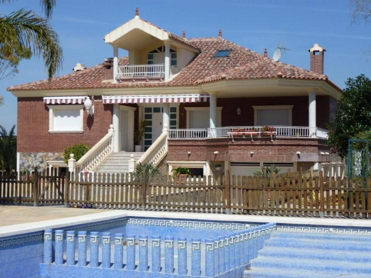 Bild 1: Beeindruckende Villa