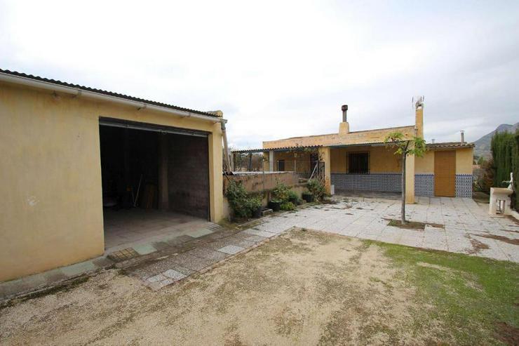 Casa de Campo, Sie erreichen Yecla fußläufig! - Haus kaufen - Bild 1