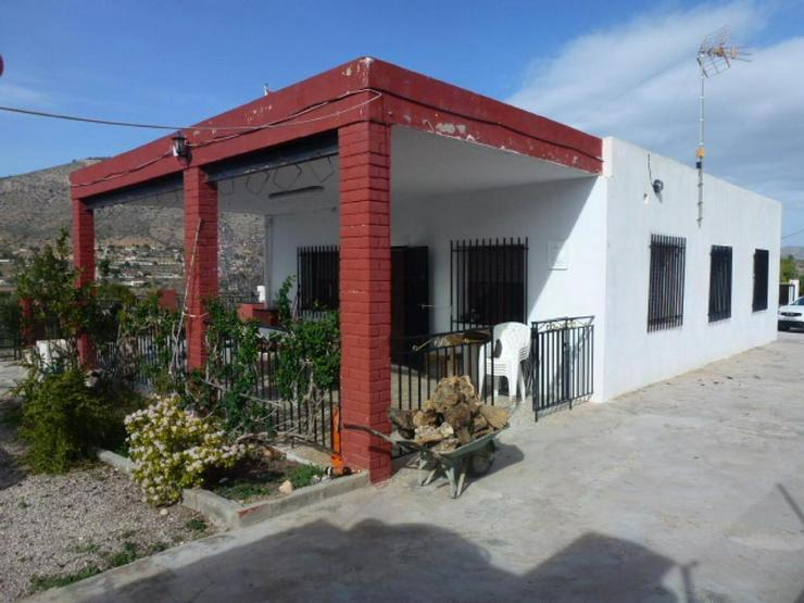 Finca mit Pool und großem Grundstück - Haus kaufen - Bild 1