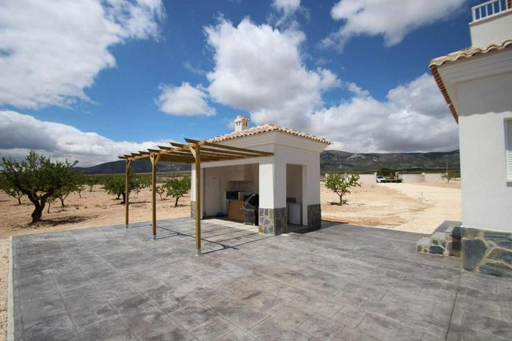 Bild 5: Baugleiche Villa, verschieden Grundstücke zur Wahl