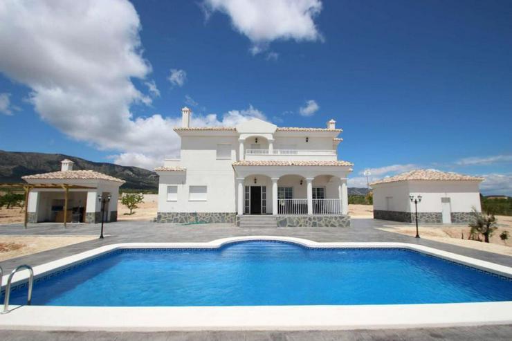 Bild 4: Baugleiche Villa, verschieden Grundstücke zur Wahl