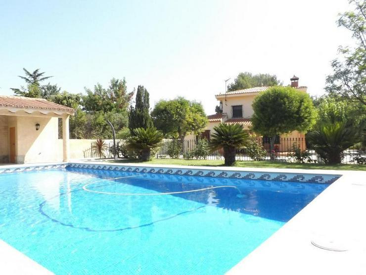 Gepflegte Villa in ruhiger Lage - Haus kaufen - Bild 1