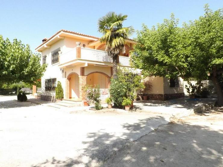 Bild 2: Gepflegte Villa in ruhiger Lage