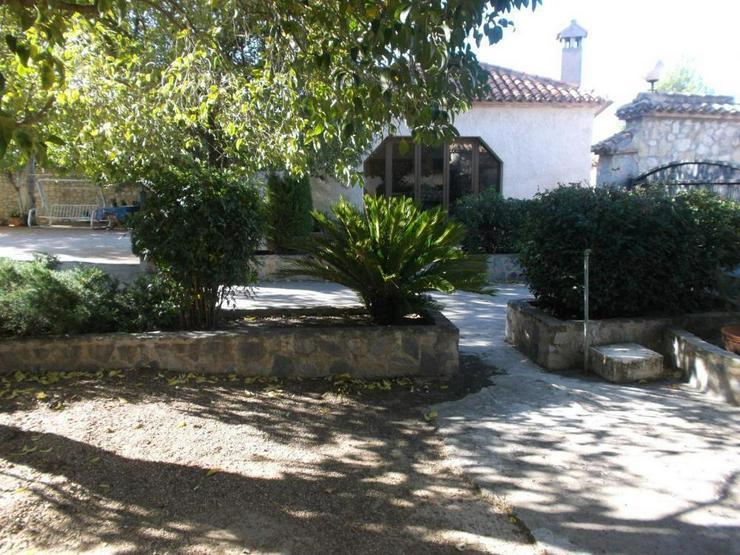 Bild 6: Charmante Villa in Ortsrand Lage