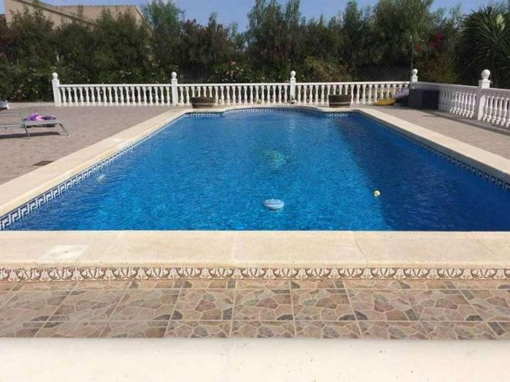 Bild 2: Schöne Villa mit Pool