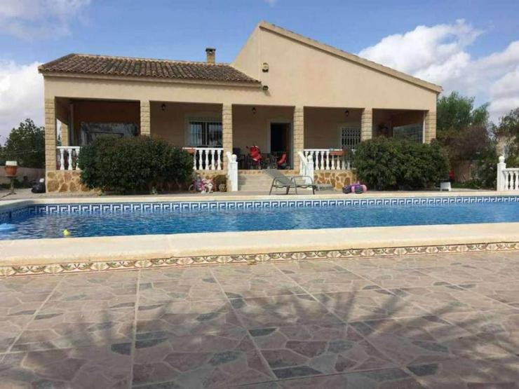 Bild 4: Schöne Villa mit Pool