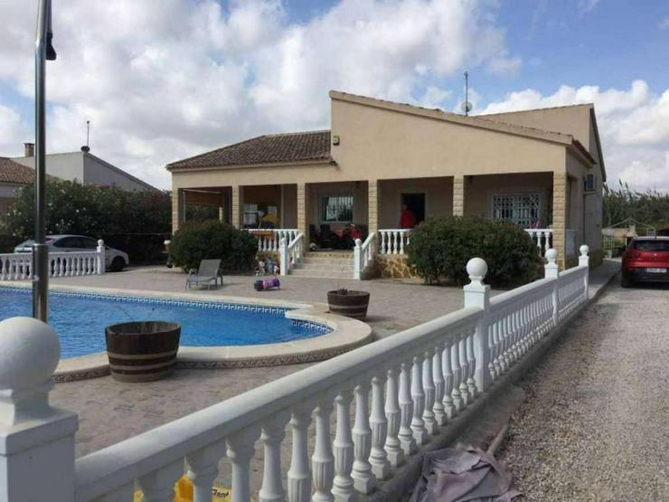 Schöne Villa mit Pool - Bild 1