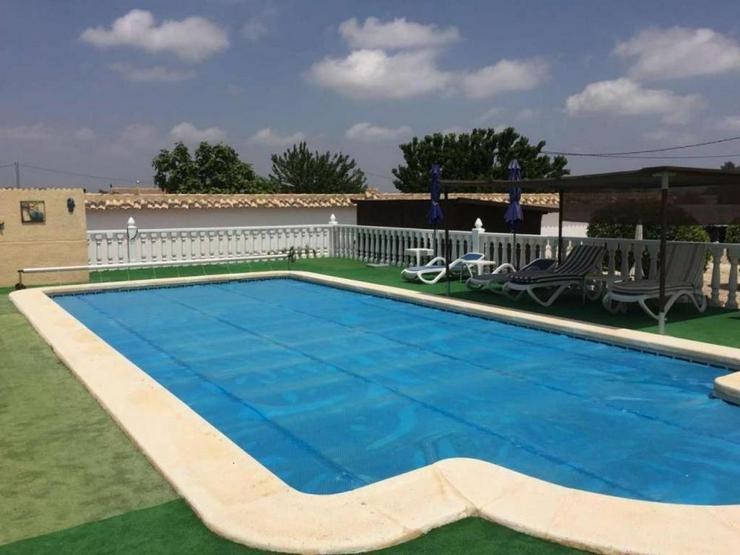 Bild 2: Gepflegte Villa mit Pool