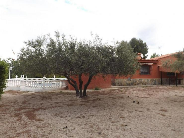 Bild 2: Heimeliges Landhaus mit Pool