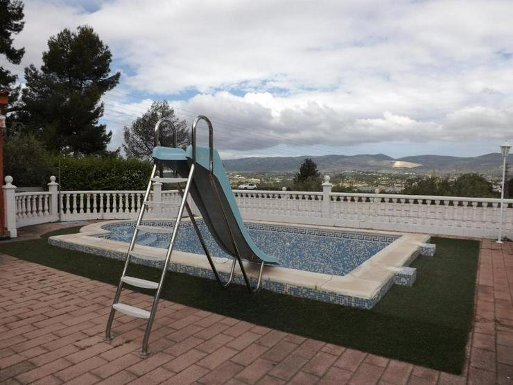 Bild 6: Heimeliges Landhaus mit Pool