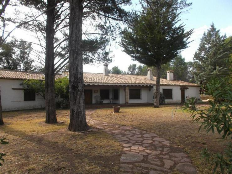 Bild 2: Imposantes Landhaus