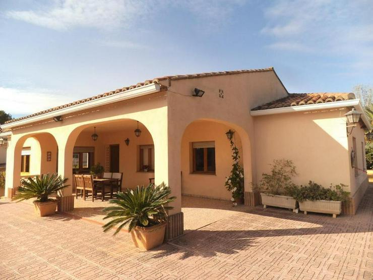 Landhaus mit schönem Ausblick - Haus kaufen - Bild 1
