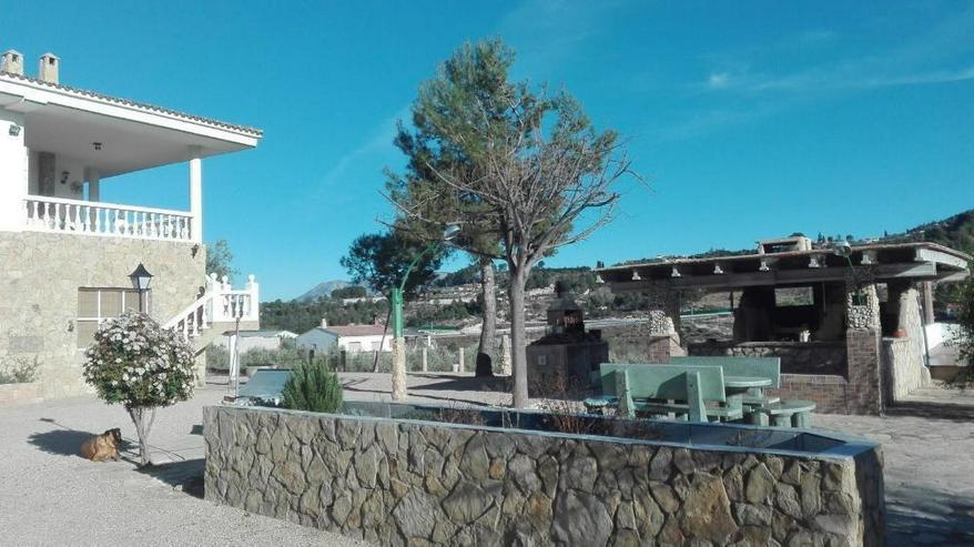 Bild 2: Großzügiges Landhaus