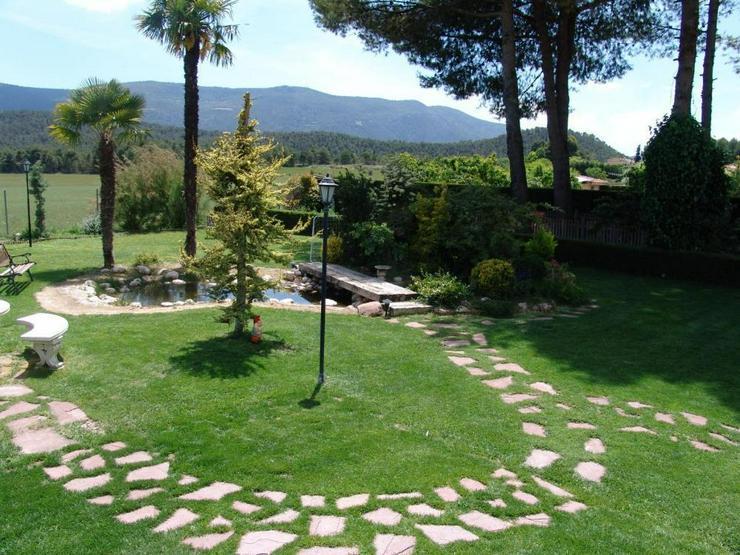 Bild 4: Landhaus mit Pool