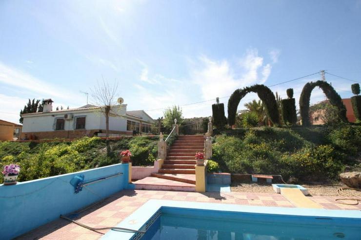 Finca mit Pool und Garage - Haus kaufen - Bild 1