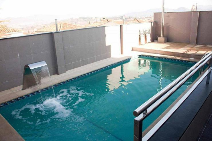 Bild 4: Moderne Villa