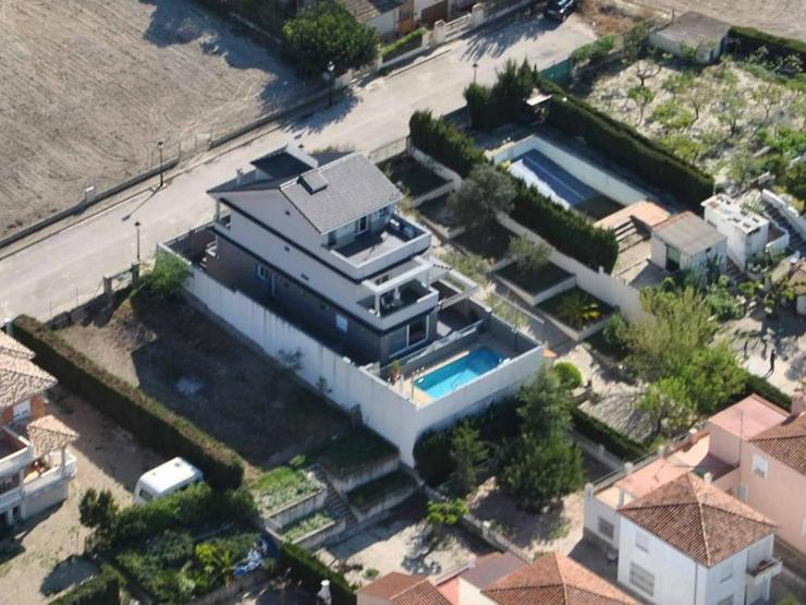 Bild 3: Moderne Villa
