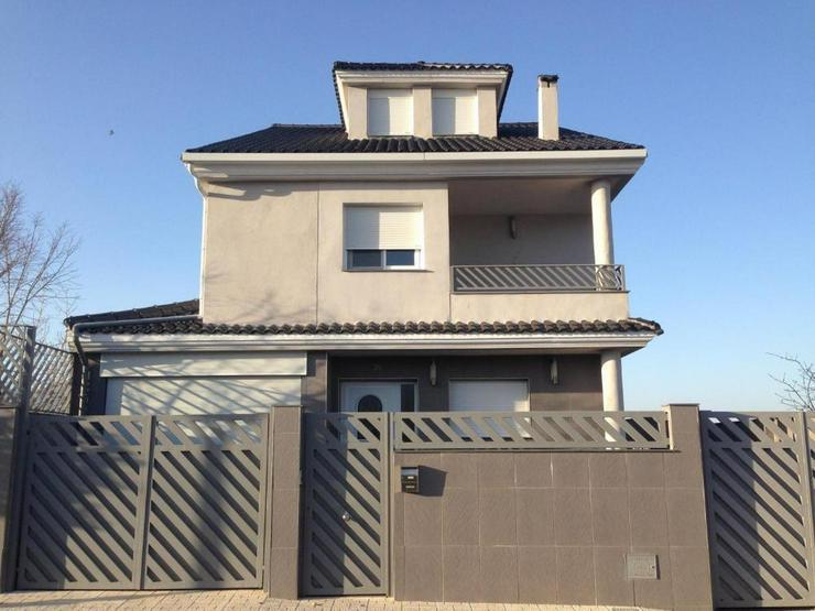 Bild 2: Moderne Villa