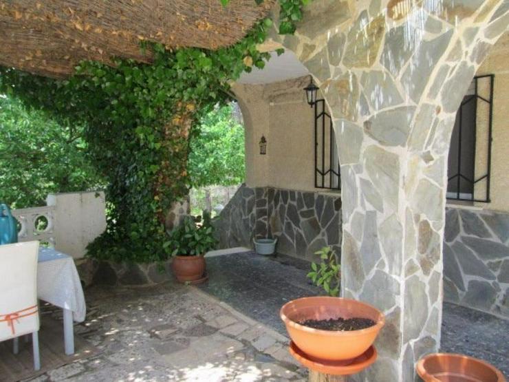 Bild 2: Idyllisches Landhaus