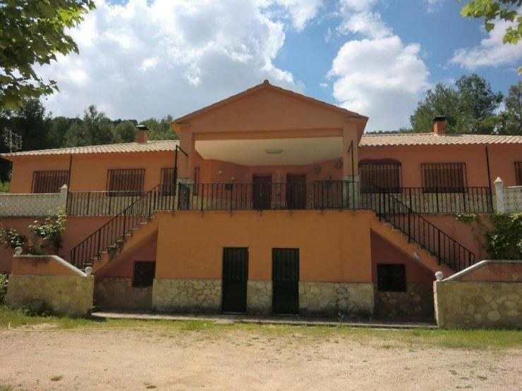Große Villa - Haus kaufen - Bild 1