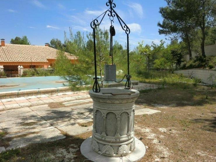 Bild 5: Große Villa