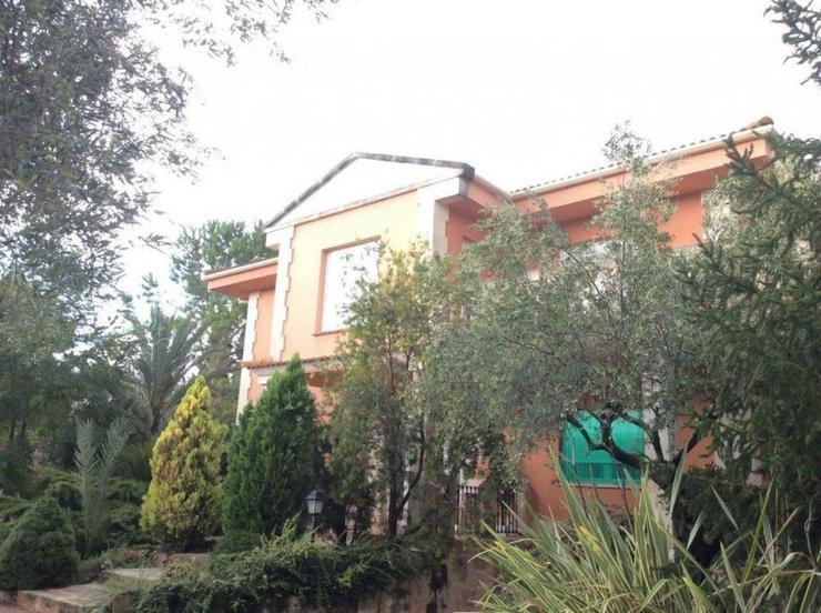Bild 2: Villa mit Hallenbad