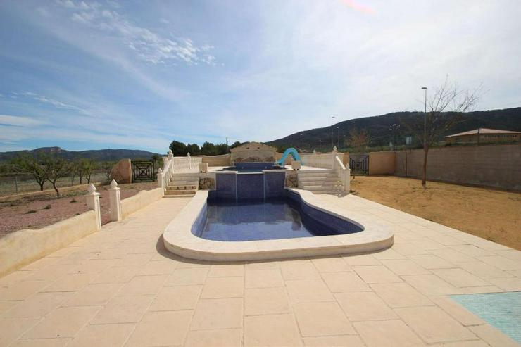 Bild 5: 1 Villa, 2 Casas de Campo, 2 Holzhäuser, 2 Pools und, und, und