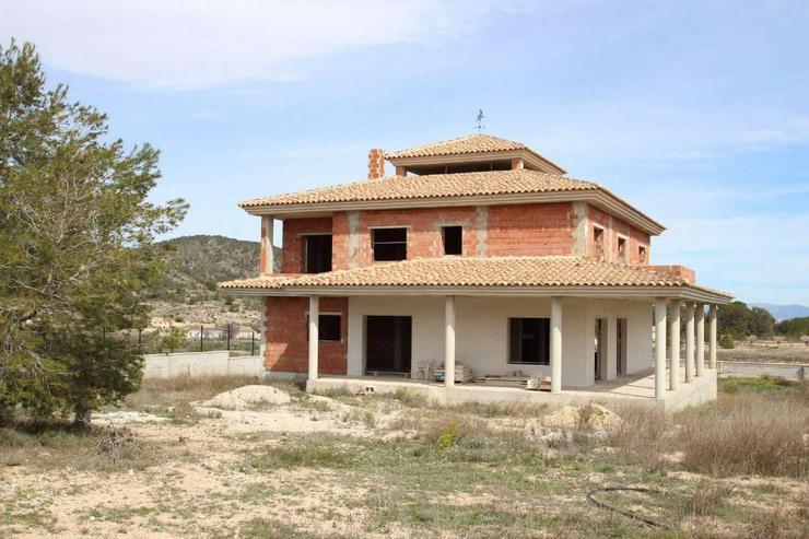 1 Villa, 2 Casas de Campo, 2 Holzhäuser, 2 Pools und, und, und - Bild 1
