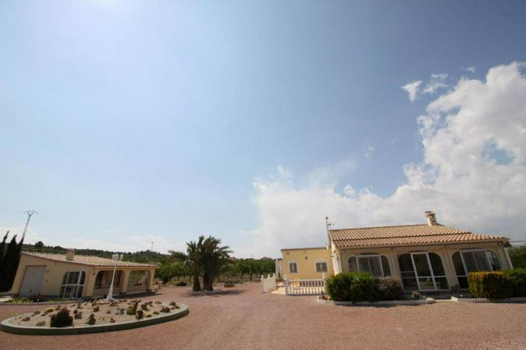 Geschmackvolles Landhaus mit Casita - Haus kaufen - Bild 1