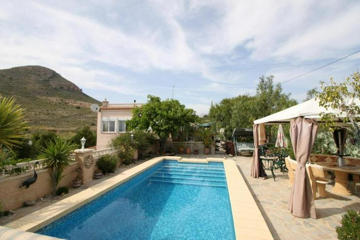 Landhaus mit zusätzlichem Gästeapartment - Haus kaufen - Bild 1
