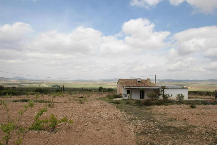 Bild 6: Rustikales Landhaus