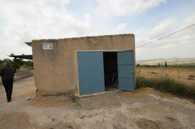 Bild 3: Rustikales Landhaus