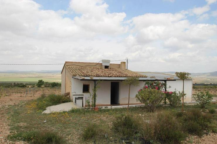 Bild 1: Rustikales Landhaus