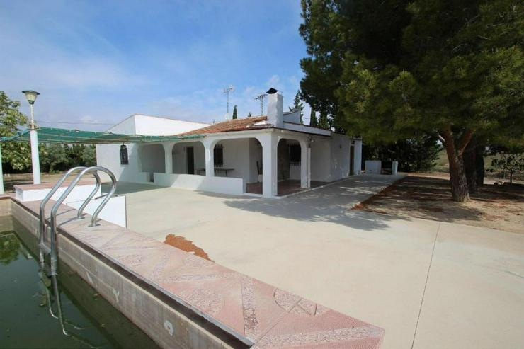 Gemütliches Landhaus mit Pool und Tennisplatz - Bild 1