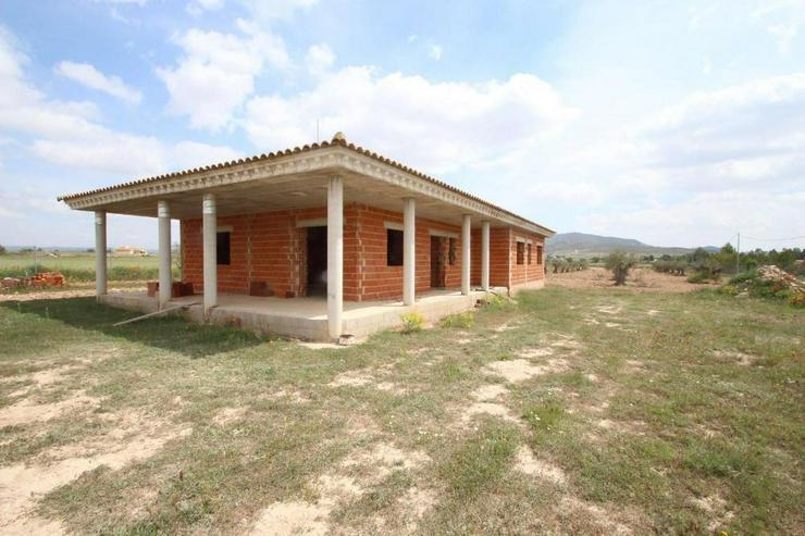 Bild 2: Villa im Rohbau * Drücken Sie Ihren Stempel auf*