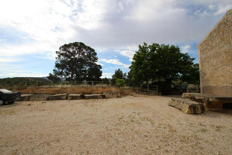 Bild 6: Vormals Reiterhof, mit Gästeunterkünften und Stallungen