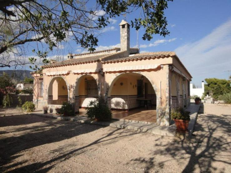 Bild 2: Landhaus