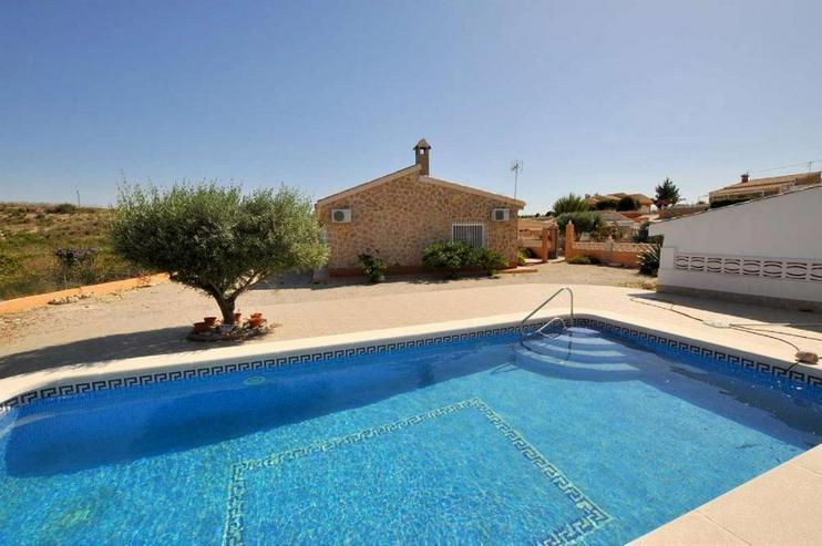 Bild 5: Landhaus mit Pool