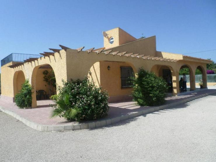 Bild 1: Große Villa in Perleta