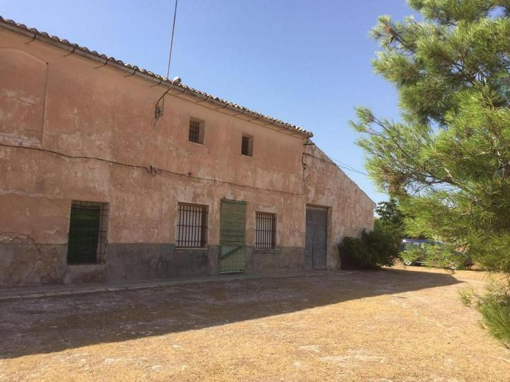 Riesiges Haus am Dorfrand mit endlosem Potenzial - Haus kaufen - Bild 1