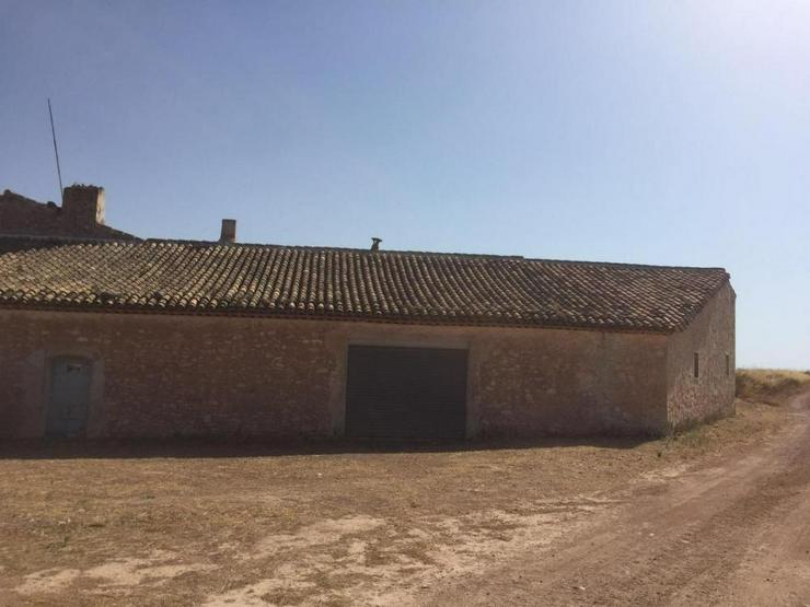 Bild 2: Riesiges Haus am Dorfrand mit endlosem Potenzial