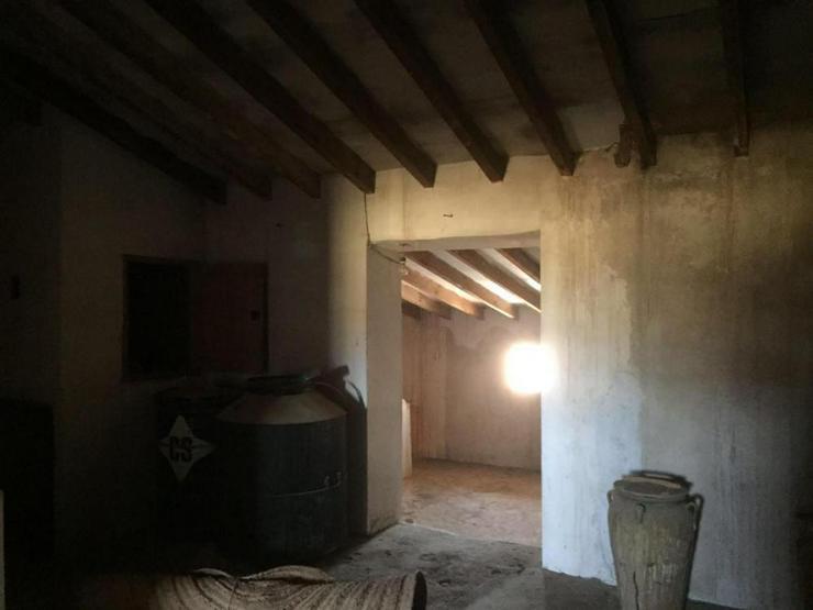 Bild 4: Riesiges Haus am Dorfrand mit endlosem Potenzial