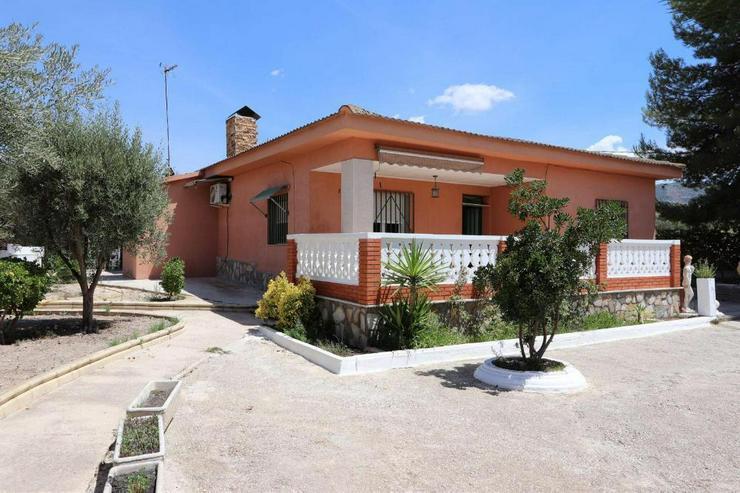 Charmantes Landhaus in schöner Lage - Haus kaufen - Bild 1