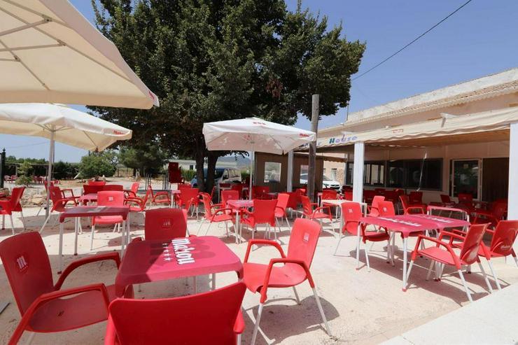 Bild 4: Restaurant, Bar und Gästehaus. Alles Genehmigt