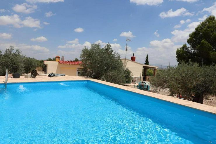 Schönes Landhaus mit Pool - Bild 1