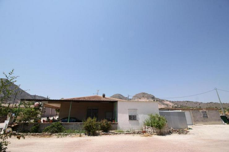 Bild 4: Bar und B&B mit Wohnung und Land