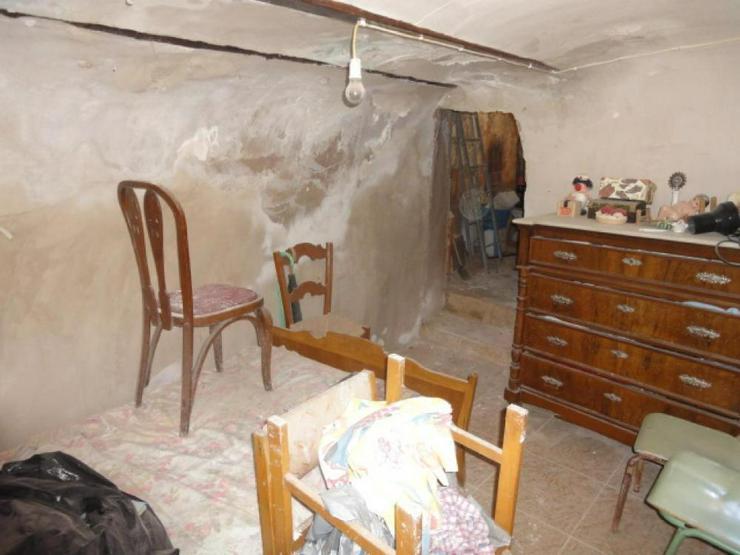 Höhlenwohnung mit Renovierungsbedarf