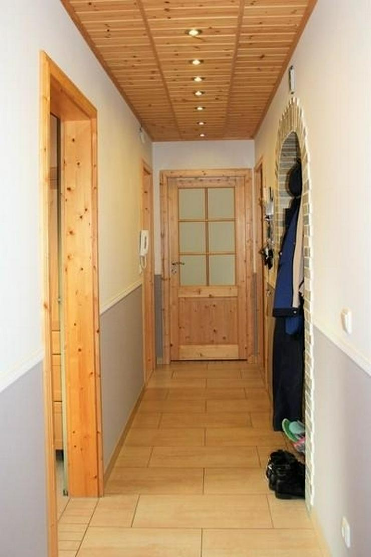 Bild 3: RENOVIERT-SANIERT-MODERNISIERT! MFH mit Fernblick ... Sauna - Solar -Garten - Garage -Zist...